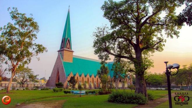 La-basilique-Sainte-Anne-du-Congo