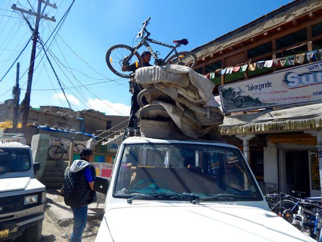 Khardongla Pass mountain bike - 1 of 16