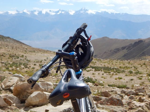 Khardongla Pass mountain bike - 11 of 16
