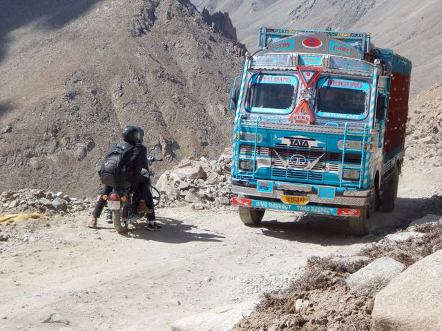 Khardongla Pass mountain bike - 7 of 16