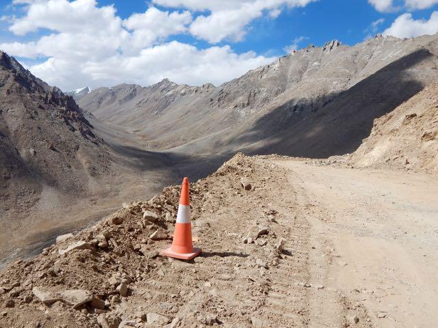 Khardongla Pass mountain bike - 8 of 16
