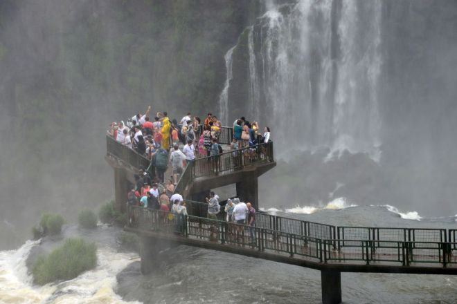 22 Garganta Del Diablo Devils Throat Iguazu Falls Brazil Viewing Platform Close Up