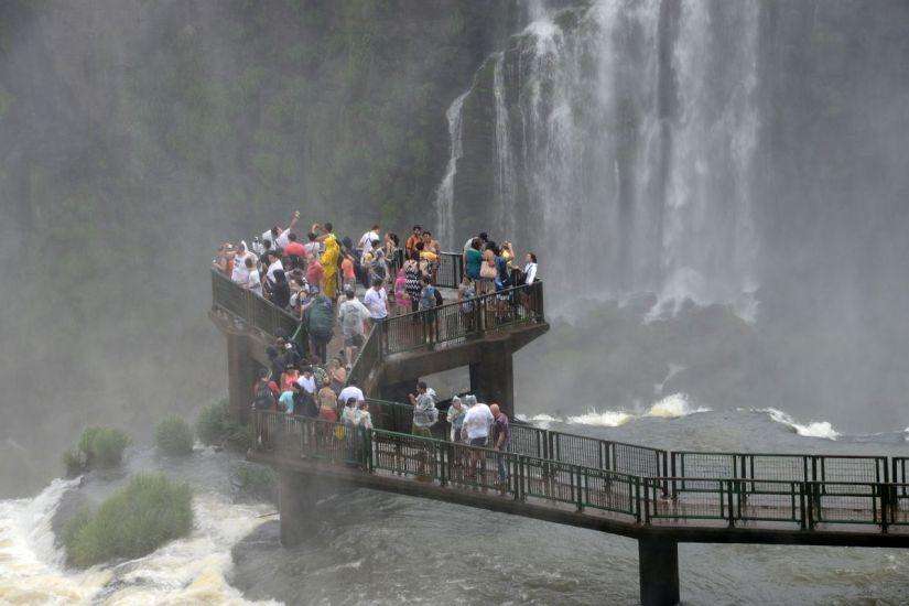 22 Garganta Del Diablo Devils Throat Iguazu Falls Brazil Viewing Platform Close Up