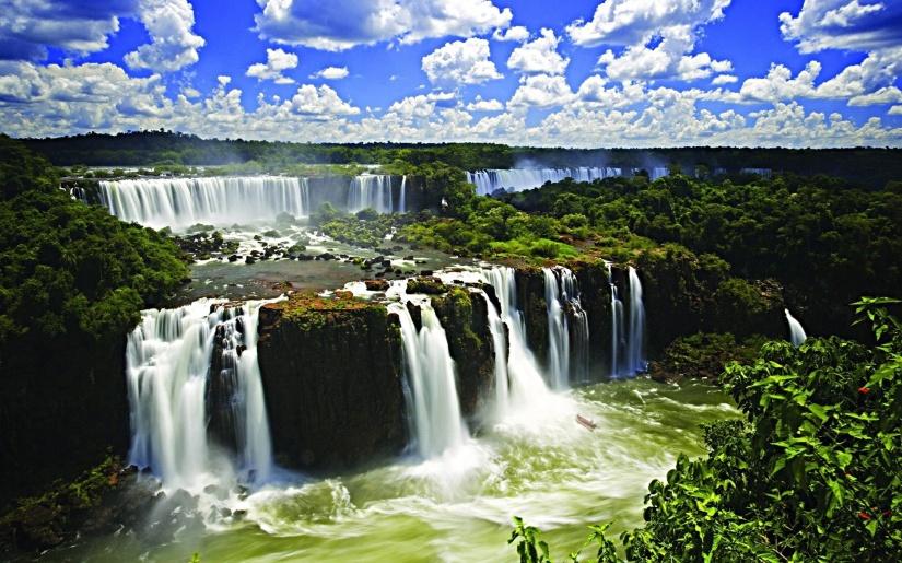 Iguacu-Falls-in-Brazil